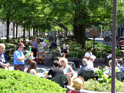 Downtown's Piatt Park - Lunchtime Concert - Jude Johnson