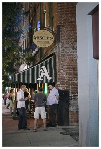 Downtown nightlife-Arnold's